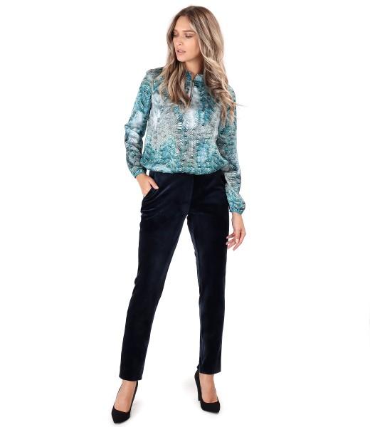 Bluza satinata cu pantaloni din catifea elastica