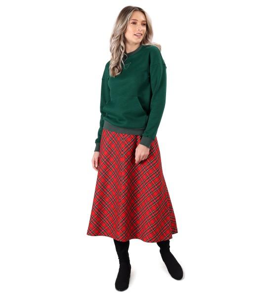 Tinuta casual cu fusta lunga in carouri si bluza tip hanorac